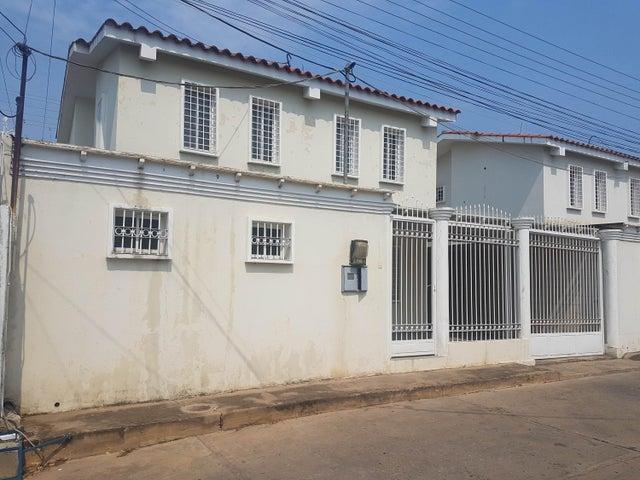 Townhouse Falcon>Coro>Centro - Venta:35.000 Precio Referencial - codigo: 19-8511
