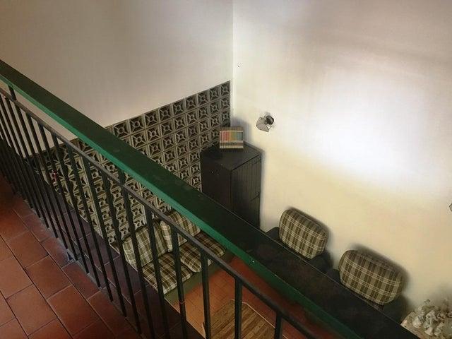 Casa Distrito Metropolitano>Caracas>Terrazas del Club Hipico - Venta:115.000 Precio Referencial - codigo: 19-8934