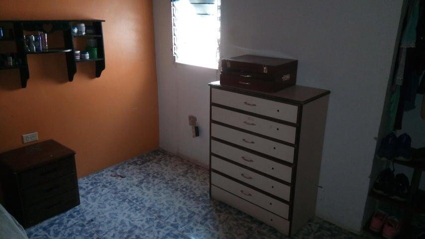 Townhouse Aragua>Palo Negro>10 de Diciembre - Venta:15.000 Precio Referencial - codigo: 19-8758