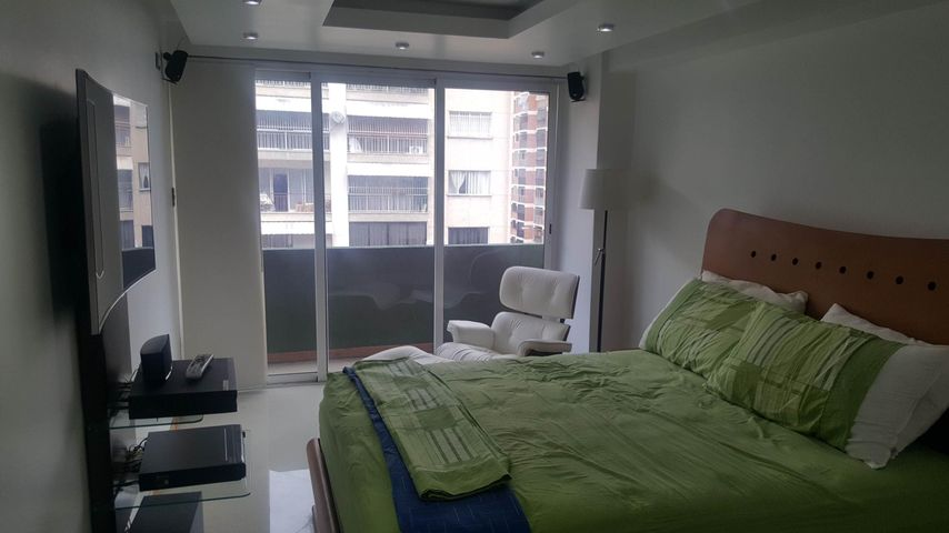 Apartamento Distrito Metropolitano>Caracas>Los Palos Grandes - Venta:120.000 Precio Referencial - codigo: 19-8549