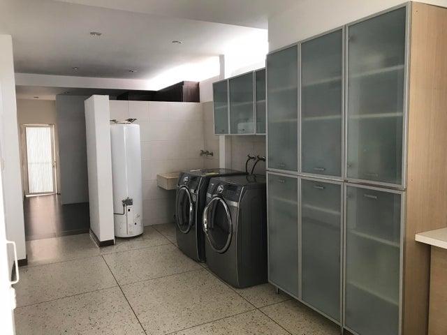 Casa Distrito Metropolitano>Caracas>Colinas de Los Ruices - Venta:530.000 Precio Referencial - codigo: 19-8620
