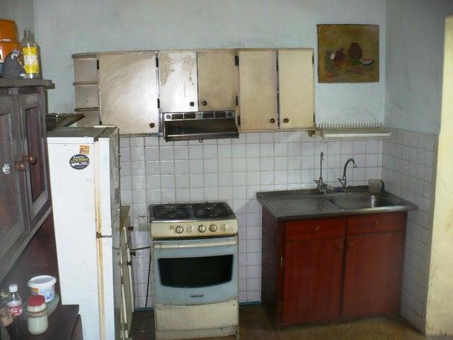 Casa Distrito Metropolitano>Caracas>El Rosal - Venta:270.000 Precio Referencial - codigo: 19-8582