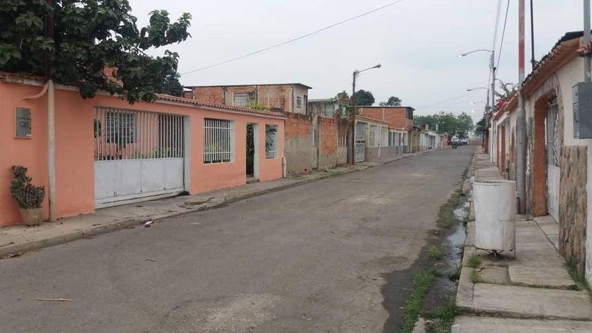 Terreno Carabobo>Municipio Los Guayos>Paraparal - Venta:3.300 Precio Referencial - codigo: 19-8596