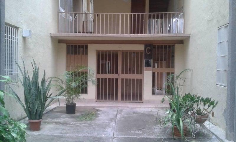 Apartamento Lara>Cabudare>La Mora - Venta:12.000 Precio Referencial - codigo: 19-8757