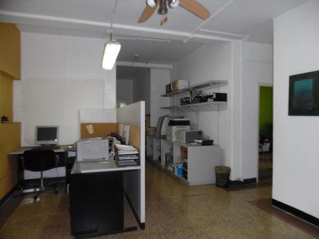 Casa Distrito Metropolitano>Caracas>El Rosal - Venta:750.000 Precio Referencial - codigo: 19-9258