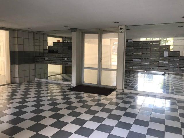 Apartamento Distrito Metropolitano>Caracas>Lomas del Avila - Venta:32.000 Precio Referencial - codigo: 19-8781