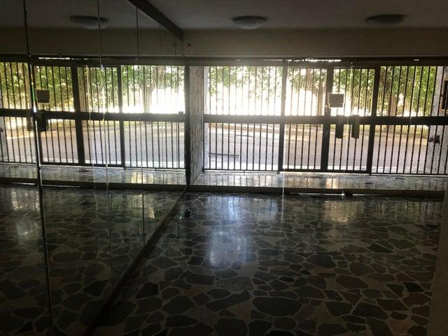 Apartamento Miranda>Los Teques>Municipio Guaicaipuro - Venta:30.000 Precio Referencial - codigo: 19-8839
