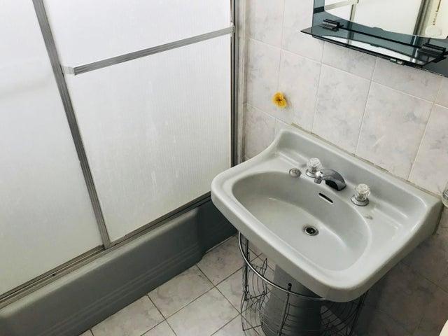 Apartamento Distrito Metropolitano>Caracas>Colinas de Bello Monte - Venta:65.000 Precio Referencial - codigo: 19-8896