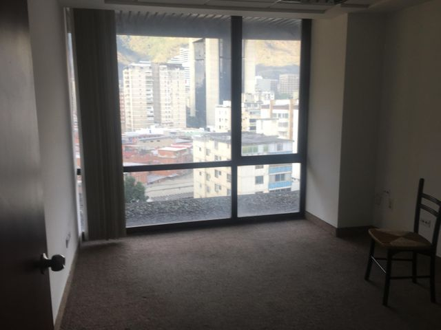 Oficina Distrito Metropolitano>Caracas>Chacao - Alquiler:2.500 Precio Referencial - codigo: 19-8966