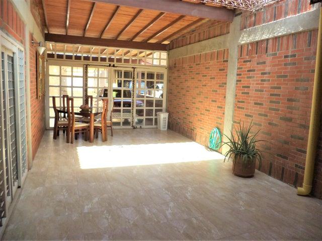 Casa Miranda>Guatire>El Castillejo - Venta:70.000 Precio Referencial - codigo: 19-8949