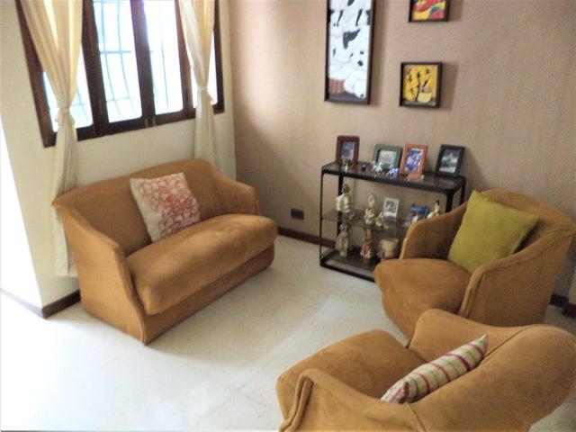 Casa Distrito Metropolitano>Caracas>Colinas de Santa Monica - Venta:140.000 Precio Referencial - codigo: 19-9125