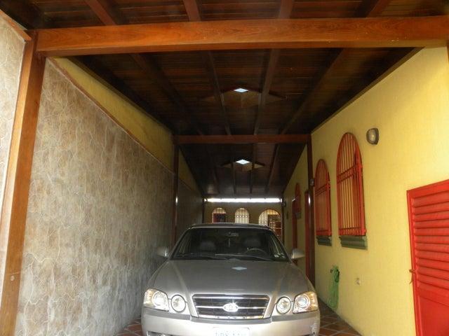 Casa Miranda>San Antonio de los Altos>Parque el Retiro - Venta:600.000 Precio Referencial - codigo: 19-8960