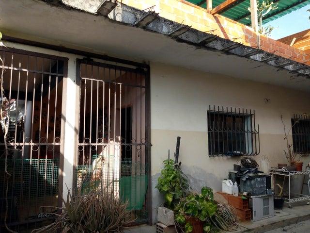 Casa Aragua>Maracay>La Coromoto - Venta:17.000 Precio Referencial - codigo: 19-8962