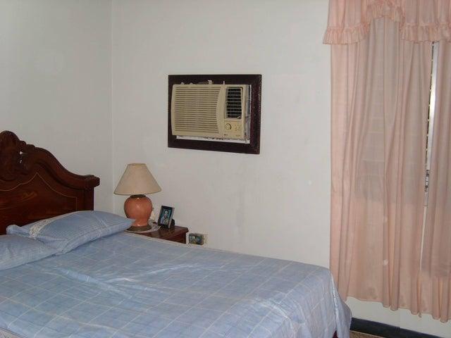 Casa Zulia>Maracaibo>San Miguel - Venta:11.000 Precio Referencial - codigo: 19-8972