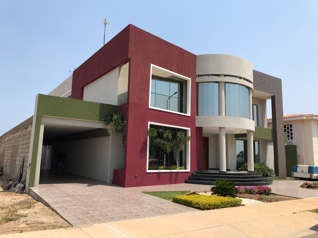 Casa Falcon>Punto Fijo>Terrazas Club de Golf - Venta:360.000 Precio Referencial - codigo: 19-8971