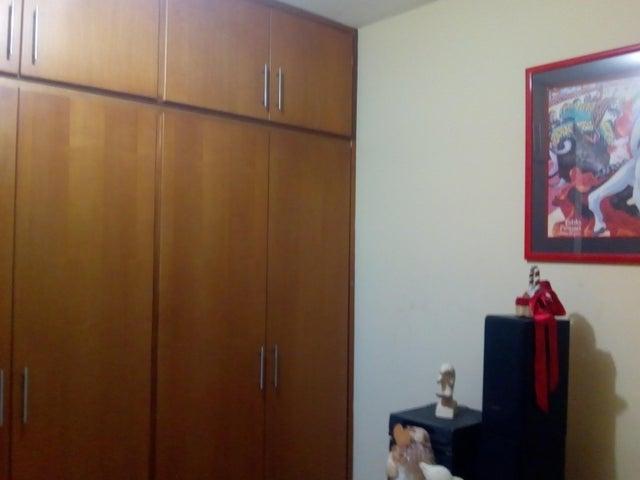 Apartamento Zulia>Maracaibo>Avenida Delicias Norte - Venta:12.000 Precio Referencial - codigo: 19-9005