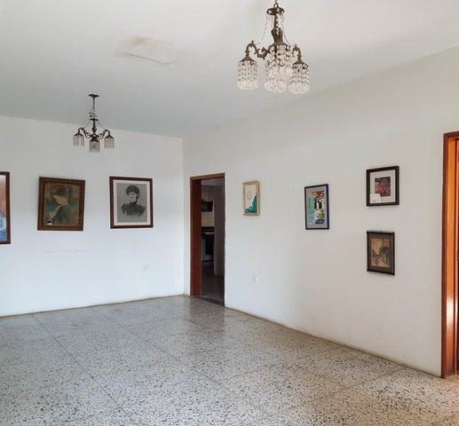 Casa Falcon>Coro>Av los Medanos - Venta:250.000 Precio Referencial - codigo: 19-9044