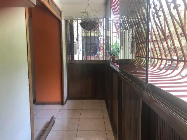 Apartamento Miranda>Los Teques>Los Teques - Venta:15.000 Precio Referencial - codigo: 19-9064