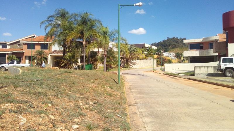 Terreno Carabobo>Valencia>Lomas del Country - Venta:80.000 Precio Referencial - codigo: 19-9135