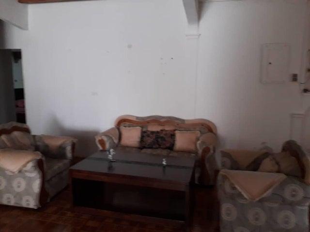 Casa Zulia>Santa Rita>Via Principal - Venta:6.500 Precio Referencial - codigo: 19-8917