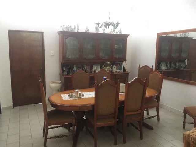Casa Distrito Metropolitano>Caracas>Sebucan - Venta:220.000 Precio Referencial - codigo: 19-9170