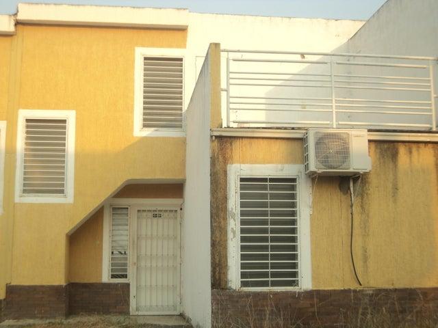 Townhouse Miranda>Cua>Villa Falcon - Venta:10.500 Precio Referencial - codigo: 19-9297