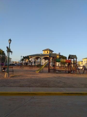 Townhouse Zulia>Maracaibo>El Milagro Norte - Venta:35.000 Precio Referencial - codigo: 19-9301