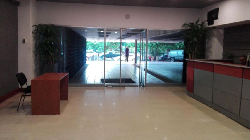 Oficina Zulia>Maracaibo>5 de Julio - Alquiler:1.800 Precio Referencial - codigo: 19-9351