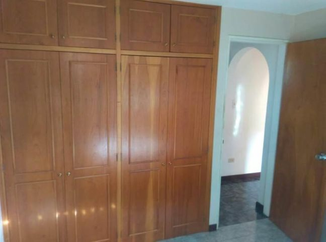 Apartamento Miranda>Guarenas>Sector Industrial Cloris - Venta:15.000 Precio Referencial - codigo: 19-9358