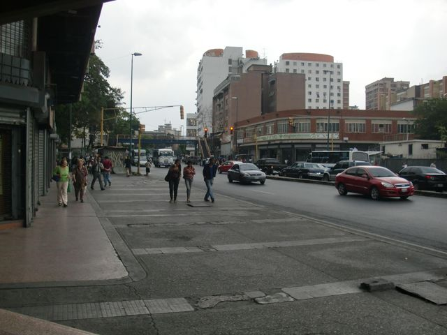 Local Comercial Distrito Metropolitano>Caracas>San Martin - Alquiler:390 Precio Referencial - codigo: 19-9397