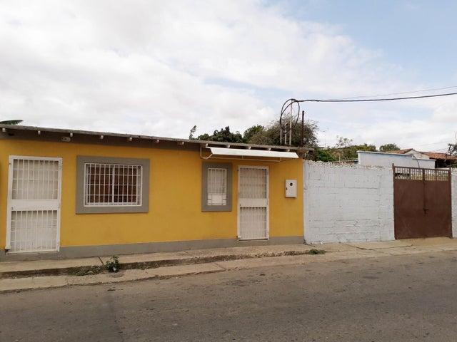 Casa Falcon>Coro>Centro - Venta:10.000 Precio Referencial - codigo: 19-9421
