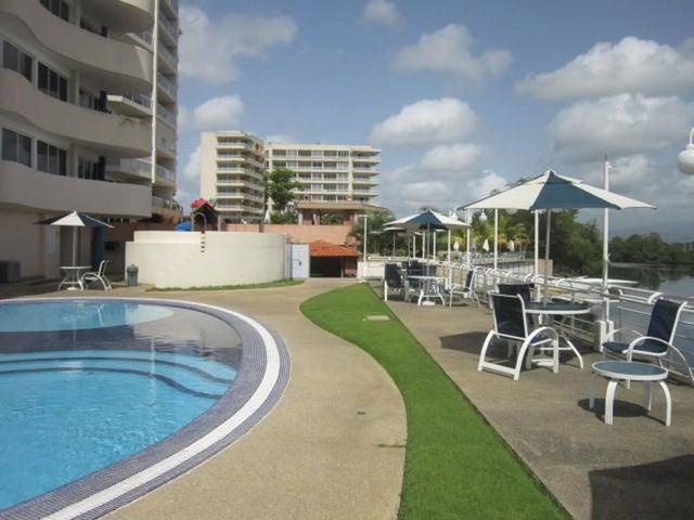 Apartamento Miranda>Higuerote>Puerto Encantado - Venta:60.000 Precio Referencial - codigo: 19-9439