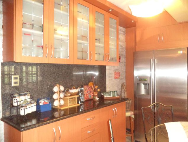 Casa Miranda>San Antonio de los Altos>Club de Campo - Venta:530.000 Precio Referencial - codigo: 19-9461