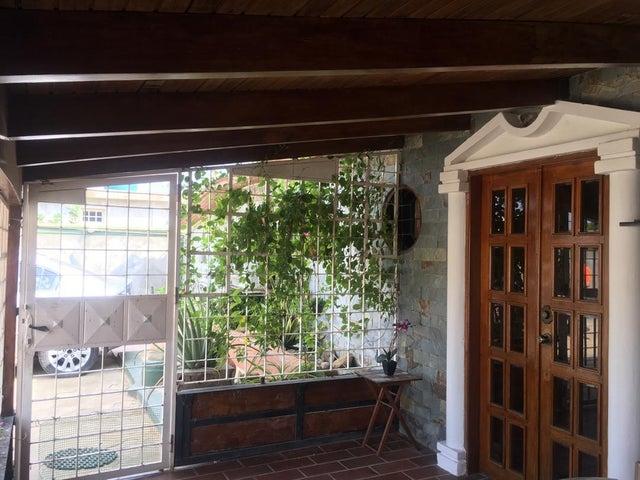 Casa Falcon>Punto Fijo>Santa Fe - Venta:35.000 Precio Referencial - codigo: 19-9477