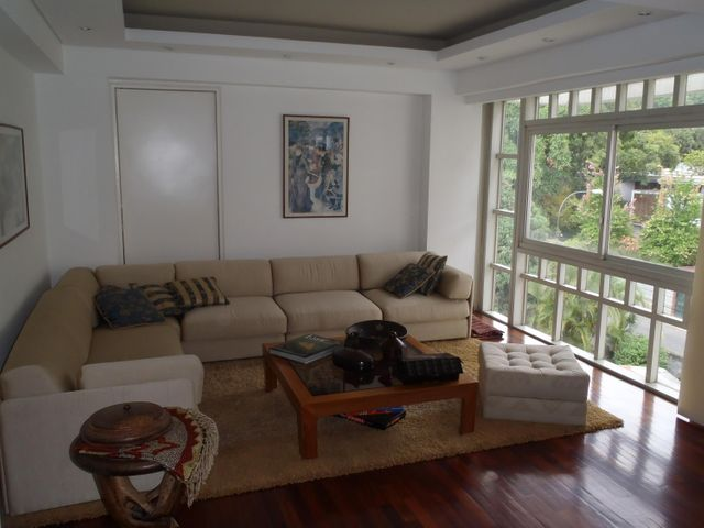Apartamento Distrito Metropolitano>Caracas>Los Palos Grandes - Venta:450.000 Precio Referencial - codigo: 19-9901
