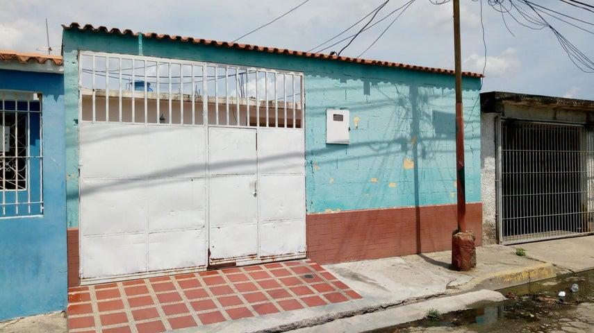 Casa Aragua>Cagua>Carretera Nacional - Venta:9.000 Precio Referencial - codigo: 19-9516