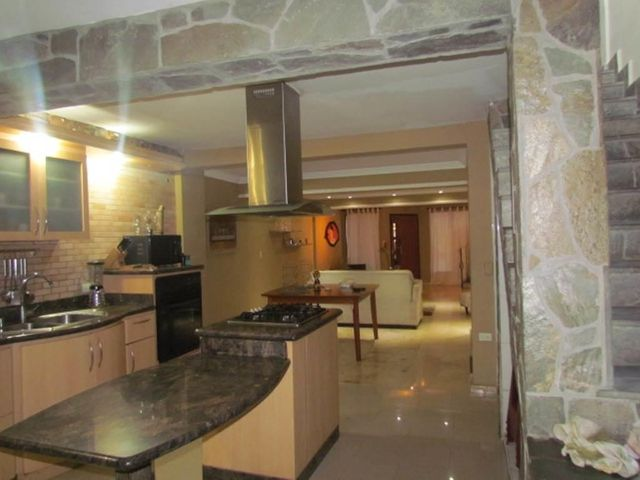 Townhouse Carabobo>Municipio San Diego>Parqueserino - Venta:36.000 Precio Referencial - codigo: 19-9553