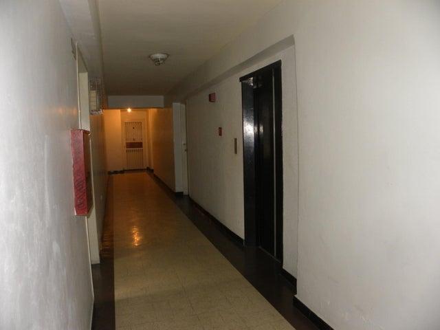 Apartamento Miranda>San Antonio de los Altos>Los Salias - Venta:25.000 Precio Referencial - codigo: 19-9556