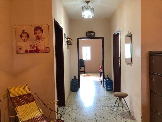 Casa Zulia>Ciudad Ojeda>La N - Venta:25.000 Precio Referencial - codigo: 19-9558