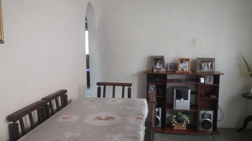 Casa Lara>Barquisimeto>Parroquia Tamaca - Venta:7.500 Precio Referencial - codigo: 19-10058