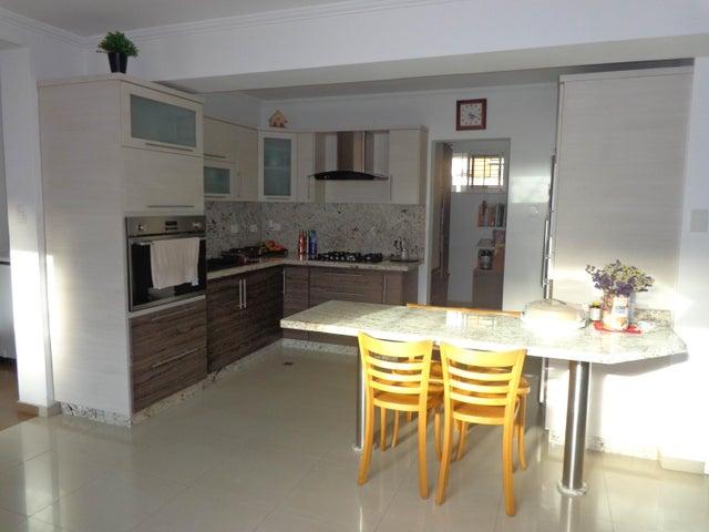 Casa Carabobo>Valencia>Valles de Camoruco - Venta:105.000 Precio Referencial - codigo: 19-9661