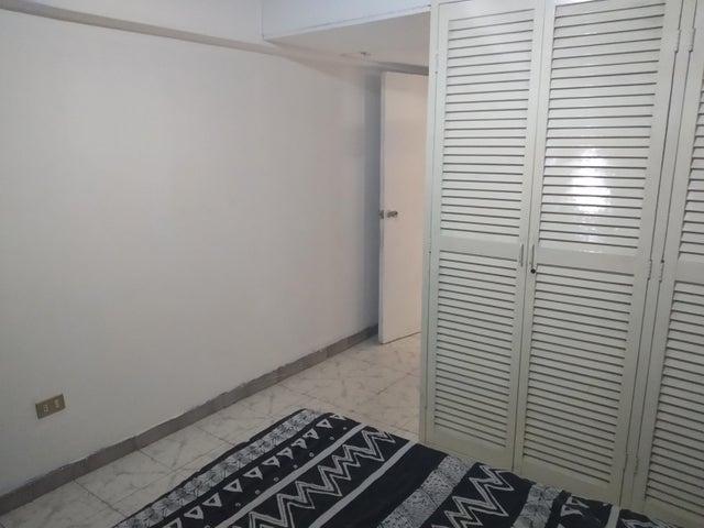 Apartamento Aragua>Maracay>El Bosque - Venta:35.000 Precio Referencial - codigo: 19-9677
