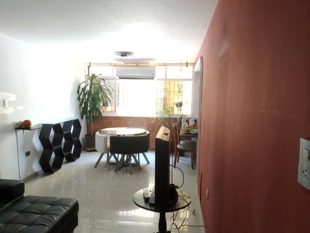 Apartamento Aragua>Maracay>Guaicamacuto - Venta:25.000 Precio Referencial - codigo: 19-9684