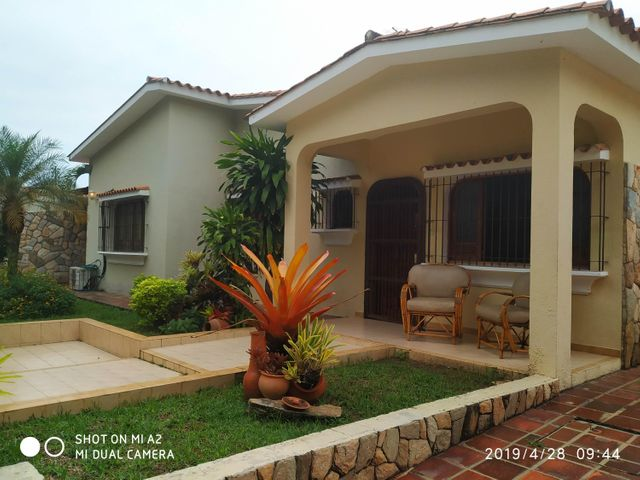 Casa Carabobo>Valencia>Valles de Camoruco - Venta:50.000 Precio Referencial - codigo: 19-9705