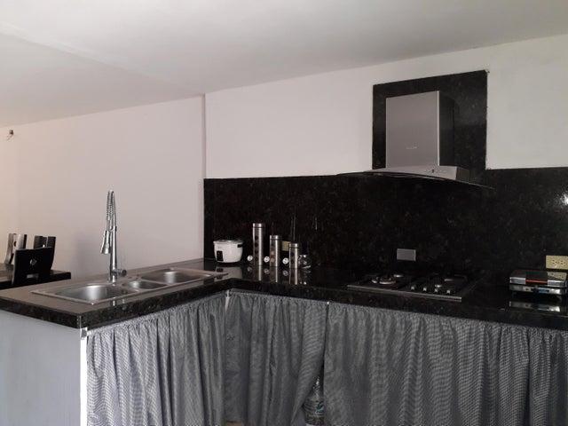 Townhouse Zulia>Maracaibo>La Rotaria - Venta:12.000 Precio Referencial - codigo: 19-9707