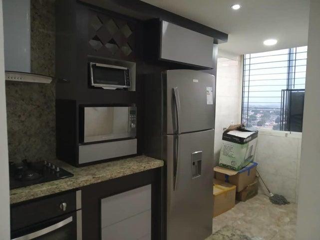 Apartamento Aragua>Maracay>Bosque Alto - Venta:23.000 Precio Referencial - codigo: 19-9724