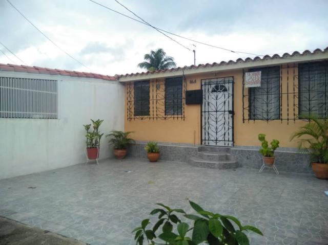Casa Lara>Cabudare>El Trigal - Venta:12.000 Precio Referencial - codigo: 19-9756