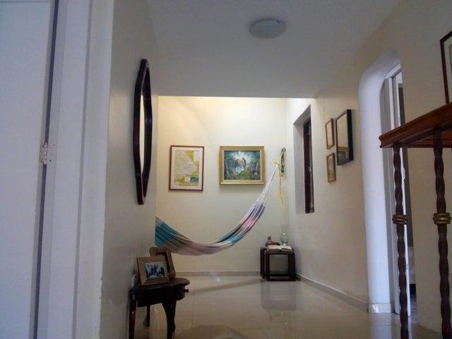 Casa Carabobo>Valencia>El Bosque - Venta:65.000 Precio Referencial - codigo: 19-9748
