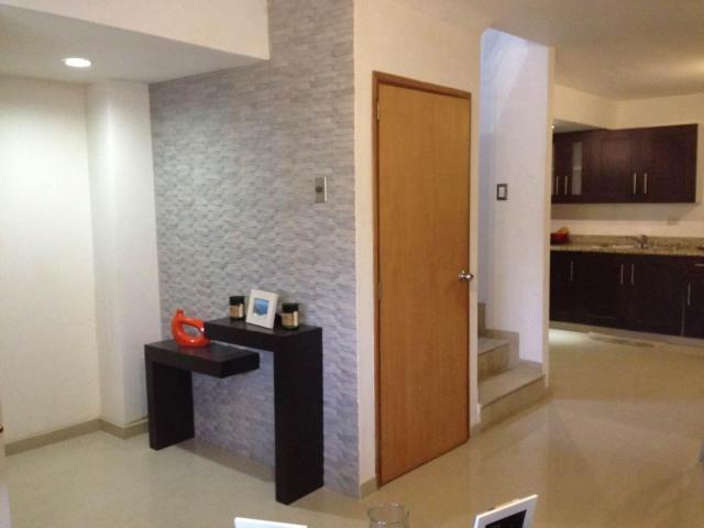 Townhouse Zulia>Maracaibo>Avenida Goajira - Alquiler:250 Precio Referencial - codigo: 19-9755