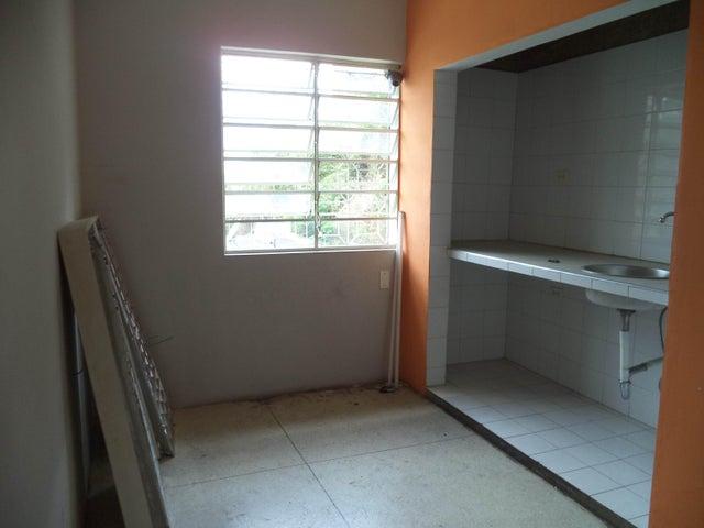 Casa Distrito Metropolitano>Caracas>Colinas de Bello Monte - Venta:115.000 Precio Referencial - codigo: 18-5951